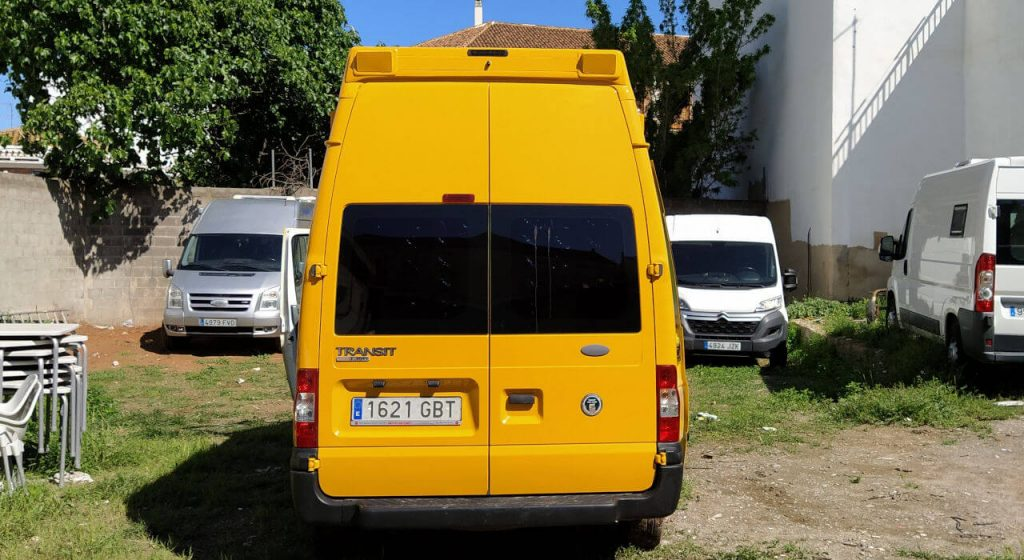 furgo-camper-en-ibiza-fordtransit3_trasera2